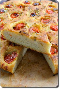 Fougasse of Puglia to taste - - Italian Appetizers, Appetizer Recipes, Yummy Snacks, Yummy Food, Cas, Bruchetta Recipe, Bread And Pastries, Easy Bread, Bread Baking