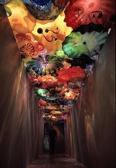 i love chuhuly! must go see this!!! /// Chihuly glass ceiling at the OKC museum of art. Stunning! #art #venice #glassblowing