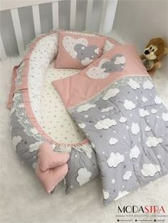 Modastra Babynest ve Pikeli Set Baby Nest Quilt Baby, Baby Set, Baby Sewing Projects, Baby Hats Knitting, Baby Pillows, Baby Room Decor, Cute Baby Clothes, Baby Crafts, Baby Essentials