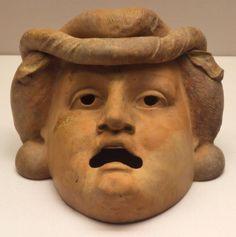 Como fazer máscaras gregas. Sabe a dupla de máscaras, uma representando a comédia e a outra a tragédia, que são o símbolo do teatro? Elas foram inspiradas nas máscaras gregas, muito usadas pelos atores gregos durante as suas mon...
