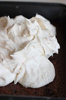 Υλικά   Για το παντεσπάνι   6  αυγά  6 κ.σ. ζάχαρη  1 φακελάκι βανίλια  6 κ.σ. (κοφτά) αλεύρι  4 κ.σ. κακάο  4 κ.σ. λάδι  1 φακελάκι ba...