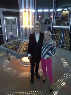 Anneke Wills Official: A Surprise Visit. Anneke made a visit to the Doctor Who studios in Cardiff where she met with Peter Capaldi and cast and crew. With thanks to Edward Russell and all the Doctor Who team who made Anneke so welcome. United Nation Organisation, Jon Pertwee, Doctor Who Companions, Classic Doctor Who, Doctor Picture, Second Doctor, Watch Doctor, Surprise Visit, Twelfth Doctor