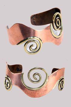 Art Smith, copper and brass Mixed Metal Jewelry, Brass Jewelry, Modern Jewelry, Jewelry Art, Sterling Silver Jewelry, Jewelry Bracelets, Jewelry Design, Jewlery, Bangles