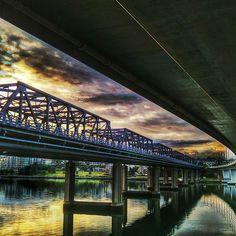 After waiting an hour for some light to get through the clouds  worth the wait!  Gloomy morning but I managed to capture some warmth ;) #sydneybridges #australia #perspective #sydneylife #sydney #skyporn #sydneylocal #bridges #suburbsofsydney #sydneysuburbia #sydneyharbourbridge #sydneysuburbs #sydneysunrise #shoplocal #dailytelegraph #ilovesydney #sydneyarchitecture #ig_down_under #architecture #igs_oceania #sydney_insta #sydneysunday #worldbestgram #ig_great_shots #igs_australia…