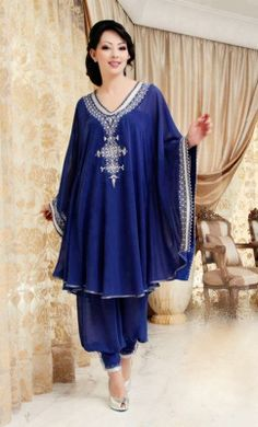 Supposedly this is some sort of arabic abayah with harem pants salwar, but it's pretty elegant. Would also make lovely maternity wear Abaya Fashion, Muslim Fashion, Fashion Dresses, Kaftan Style, Caftan Dress, Mode Abaya, Mode Hijab, Moroccan Dress, Oriental Fashion