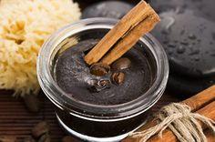 Kávový peeling: Ako si ho vyrobiť doma a prečo ho používať