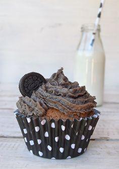 Muffins de chocolate con frosting de galletitas