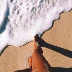 Beach sand and summer vibes inspo Beach Aesthetic, Summer Aesthetic, Summer Pictures, Beach Pictures, Summer Photography, Photography Poses, Shotting Photo, Beach Poses, Insta Photo