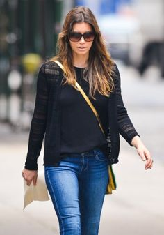 Jessica Biel Pregnant, Asking Stylist For Bigger Clothes To Hide Her Bump