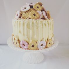 Biscuit dripping cake