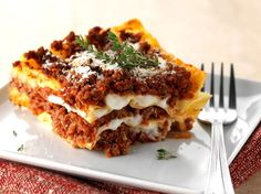 Discover lasagne lasagna recipe easy on cuisineactuelle. Slow Cooker Recipes, Cooking Recipes, Good Food, Yummy Food, Eat Fat, Cafe Food, Potato Dishes, Food Design, Couscous