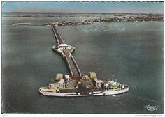 Voici une photo de l'embarcadère en activité pour relier le continent à l'Île Oléron. #Embarcadere