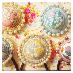 リバティくるみボタン×ビーズ刺繍。 の画像|tonari の handmade note*