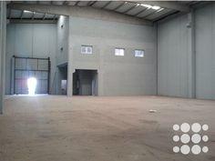 REF. P2111 - Nave industrial situada en el Polígono Industrial Pedrosa de Hospitalet de Llobregat, de superficie total 1142 m².    El inmueble se divide en planta sótano de superficie 215 m², planta baja de 730m², planta primera de 98,7m² y planta segunda de 98,7m² destinada para oficinas.    La nave cuenta con una altura de 10m, puerta TIR, puerta peatonal independiente, zona de oficinas con aire acondicionado, instalacióneléctricacompleta y patio perimetral vallado.