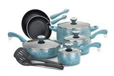 <3 the robins egg color! I need these pans!