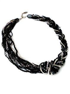 Zwarte ketting met zwarte glaskralen en grijze glaskralen door PerElle