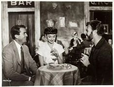 Written by John Dighton and Dalton Trumbo, Roman Holiday is a 1953 American romantic comedy film directed and produced by William Wyler. Pictured are Audrey Hepburn, Gregory Peck and Eddie Arnold. Scene Photo, Movie Photo, Roman Holiday Movie, William Wyler, Gregory Peck, Best Movie Posters, Grace Jones, We Movie, Comedy Films