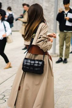 The Best Street Style Details Of Milan Fashion Week Basic Fashion, Fashion Mode, Womens Fashion, Fashion Trends, Girl Fashion, Fashion Blogs, Timeless Fashion, Fashion Outfits, Tokyo Street Fashion