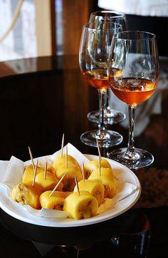 Tortas de Azeitão e Moscatel de Setúbal. Portugal