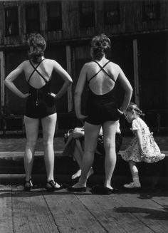Ruth Orkin, Ganservoort Pier, 1948.