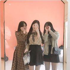 Mode Ulzzang, Ulzzang Korean Girl, Ulzzang Couple, Best Friend Couples, Best Friend Photos, Ulzzang Girl Fashion, Friendship Photography, Sister Poses, Korean Best Friends