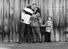 Fun family poses photography by Jona Minotto Photography