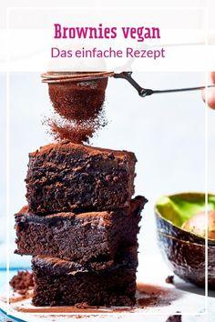 Diese veganen Brownies kommen dank der richtigen Zutaten unglaublich schokoladig und richtig schön saftig daher. Die Zubereitung ist so einfach, dass du sie direkt einmal ausprobieren solltest! #vegan #brownies #veganebrownies #veganerezepte #veganbacken #einfachmalvegan #backen #rezepte Chewy Brownies, Healthy Brownies, Brownie Desserts, Brownie Recipes, Chocolate Recipes, Cake Recipes, Easy Brownies, Chocolate Brownies, Vegan Chocolate