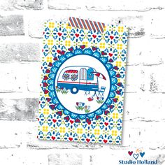 De nieuwste aanwinst in de collectie van Studio Holland! De cover van het nieuwste Winkelen in Holland magazine is nu ook als ansichtkaart verkrijgbaar! Sinds deze week te bestellen bij @hipenstipkaarten. Fijne zomervakantie! ❤️☀️💙🇳🇱  #zomervakantie #zomer #vakantie #Nederland #Holland #caravan #tulpen #klompen #roodwitblauw #winkeleninholland #webshop #winkelen #vormgeving #studioplume #illustratie #dessin #dutch #hipenstipkaarten #stationary #ansichtkaart #postcard #kaart #holiday… Holland, Studio, The Nederlands, The Netherlands, Studios, Netherlands