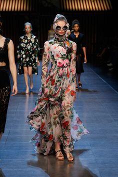 dolce-and-gabbana-summer-2016-women-fashion-show-runway-32