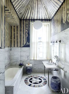 22 Baths Swathed in Graphic Marble Photos | Architectural Digest