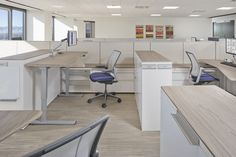 Our height-adjustable table with Nuform worksurface