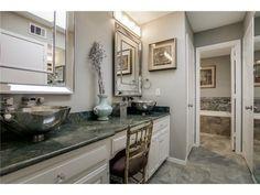 Luxurious details // Beveled mirrors, metal vessel sinks