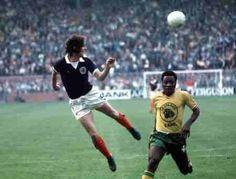 Scotland 2 Zaire 0 in 1974 in Dortmund. Joe Jordan heads the ball back across goal in Group 2 #WorldCupFinals