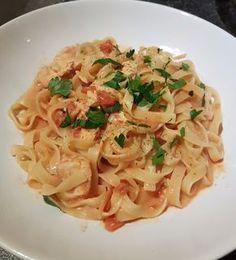 Tagliatelle al Salmone, ein gutes Rezept aus der Kategorie Kochen. Bewertungen: 419. Durchschnitt: Ø 4,6.