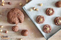 Per unidea alternativa ai soliti biscotti o alla base per crostate vi proponiamo oggi una gustosa e friabile pasta frolla alle nocciole profumata e con un pizzico di cacao.