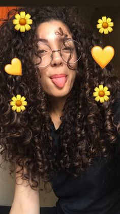Lentes redondos Curled Hairstyles, Pretty Hairstyles, Hair Inspo, Hair Inspiration, Curly Hair Tips, Grunge Hair, Curly Girl, Hair Hacks, Hair Goals