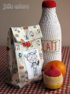 love the lunch sack, cute embroidery!