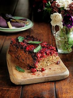 Best-ever cranberry & pistachio nut roast - Jamie Oliver jw: worth a try Vegetarian Christmas Recipes, Vegetarian Recipes, Cooking Recipes, Vegetarian Turkey, Vegetarian Thanksgiving, Vegetarian Options, Vegan Options, Thanksgiving Ideas, Jamie Oliver