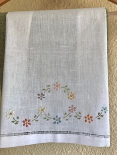 Hand Embroidery and Its Types - Embroidery Patterns Hungarian Embroidery, Brazilian Embroidery, Learn Embroidery, Hand Embroidery Patterns, Vintage Embroidery, Cross Stitch Embroidery, Ribbon Embroidery, Embroidered Towels, Heirloom Sewing