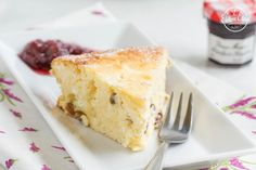 Cottage cheese cake with raisins and raspberry jam. Gluten and sugarfree, traditional cake. Always perfect choice (Hungarian) Diabetic Recipes, Gluten Free Recipes, Low Carb Recipes, Diet Recipes, Raspberry Cake, Traditional Cakes, Cottage Cheese, Homemade Cakes, Dessert Recipes