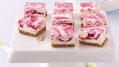 Jelly Swirl Cheesecake Slice This cheesecake slice looks beautiful with the pink swirls and is low-fat so you can have a second helping too. Raspberry Swirl Cheesecake, Best Cheesecake, Jelly Cheesecake, Jelly Cake, Cheesecake Squares, Jelly Slice, No Bake Slices, Cant Stop Eating, Tasty