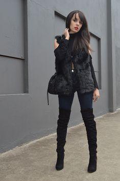 Look jeans com bota over the knee + colete de pelos - http://www.elainspira.com.br/look-wilder-mind/