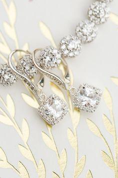 Elegant dangling diamond earrings: http://www.stylemepretty.com/florida-weddings/winter-park-fl/2016/12/15/outdoor-fall-wedding/ Photography: Amalie Orrange - http://amalieorrangephotography.com/