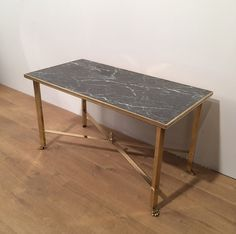 table basse en laiton a pieds griffes et plateau faux marbre vers tables basses