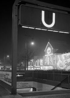 Luxury Berlin U Bahnhof Zoologischer Garten mit dem Ufa Palast am Zoo