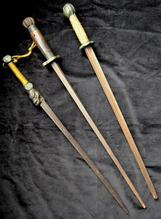 Chinese four sided truncheon / mace.