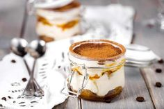 Tiramisu might seem like a dessert that you can only order at a fancy restaurant but you can make it in a jar! The delicious coffee flavor is the perfect complement to the chocolate and creamy mascarpone. Mousse Dessert, Choc Mousse, Creme Dessert, Dessert In A Jar, Sponge Cake Mix, Dessert Express, Chocolate Sponge Cake, Food Club, But First Coffee