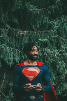 Superman cosplay and positivity. Using the superman logo to inspire. Superman Photos, Superman Artwork, Superman News, Superman Movies, Superman Logo, Green Lantern Cosplay, Black Superman, Astronaut Suit, Superman Cosplay