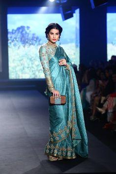 11828694_954280074614353_4998518078382641100_n Indian Fashion Trends, Indian Designer Outfits, Saree Blouse Patterns, Saree Blouse Designs, Indian Wedding Outfits, Indian Outfits, Wedding Dresses, Fashion Models, Sari Dress