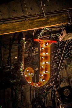 la Joben Bistro, un loc desprins din cărțile lui Jules Verne Jules Verne, Christmas Ornaments, Holiday Decor, Home Decor, Decoration Home, Room Decor, Christmas Jewelry, Christmas Decorations, Home Interior Design
